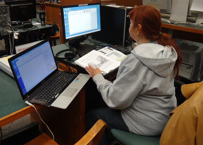 PICTURE OF THE DAY-Oct. 24, 2012.  Jennine Quiring 76, journalism, does research in the Learning Resource Center for her journalism class on two computers at the same time.  Thomas Froberg | frobergtom@yahoo.com