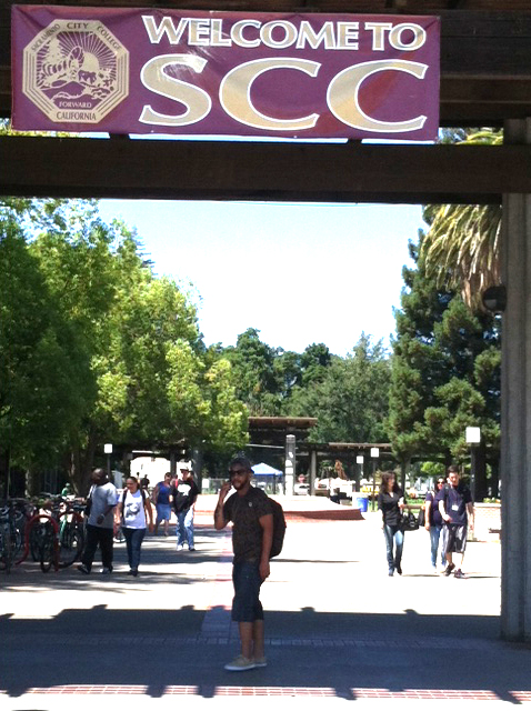 City College students passing through the Quad to find classes. Kelvin A. Sanders Sr I ksanderssr.express@gmail.com