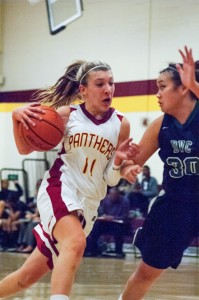 Women's basketball team overwhelmed in blowout