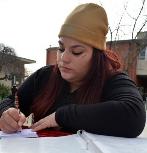 Criminal justice major Yolanda Cortez makes vocabulary flash cards outside Lillard Hall Jan. 28 to use while enrolled in Psychology 300. Elizabeth Ramirez | Staff Photographer | elizabethramirezexpress@gmail.com
