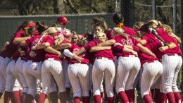 City College softball in their pre-game huddle before the doubleheader against American River College March 7. Kristopher Hooks // Sports Editor // khooksexpress@gmail.com