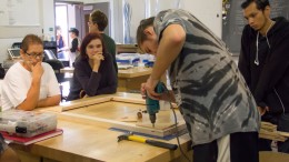 Henry Fisk, studio canvas art major, demonstrates to his fellow students how to make a large-scale canvas during a class presentation on Sep. 25, 2015. Olga Perez | Staff Photographer | operez1957@gmail.com