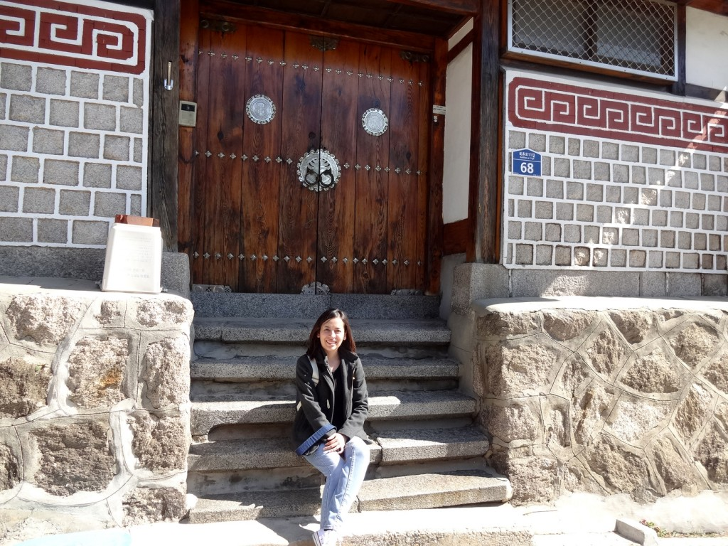 Bukchon Hanok Village where South Korea locals and toursits can view tradition South Korean houses. Photo by Elizabeth Ramirez.