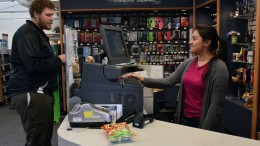 City College students Rebekah Rodriguez, student store cashier, helping Aaron Scott, Mathematics major, purchase an item from the Student Store. Genoria Lundy, Staff Photographer. | genorialundyexpress@gmail.com