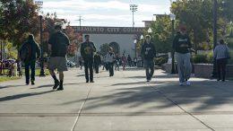 City College students walking through campus Thursday. Jason Pierce | Photo Editor | jpierce.express@gmail.com