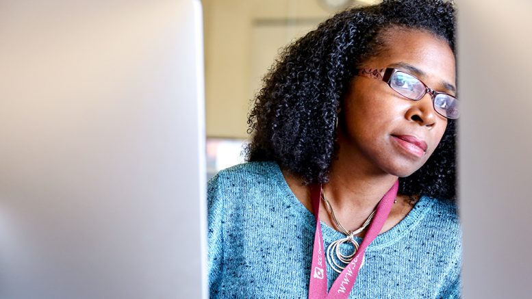 City College alumna and  Student Emergency Fund recipient Tamara Knox in a computer lab, September 2017.  Guillermina (Willy) Bedolla | Staff Photographer | gbedolla.express@gmail.com